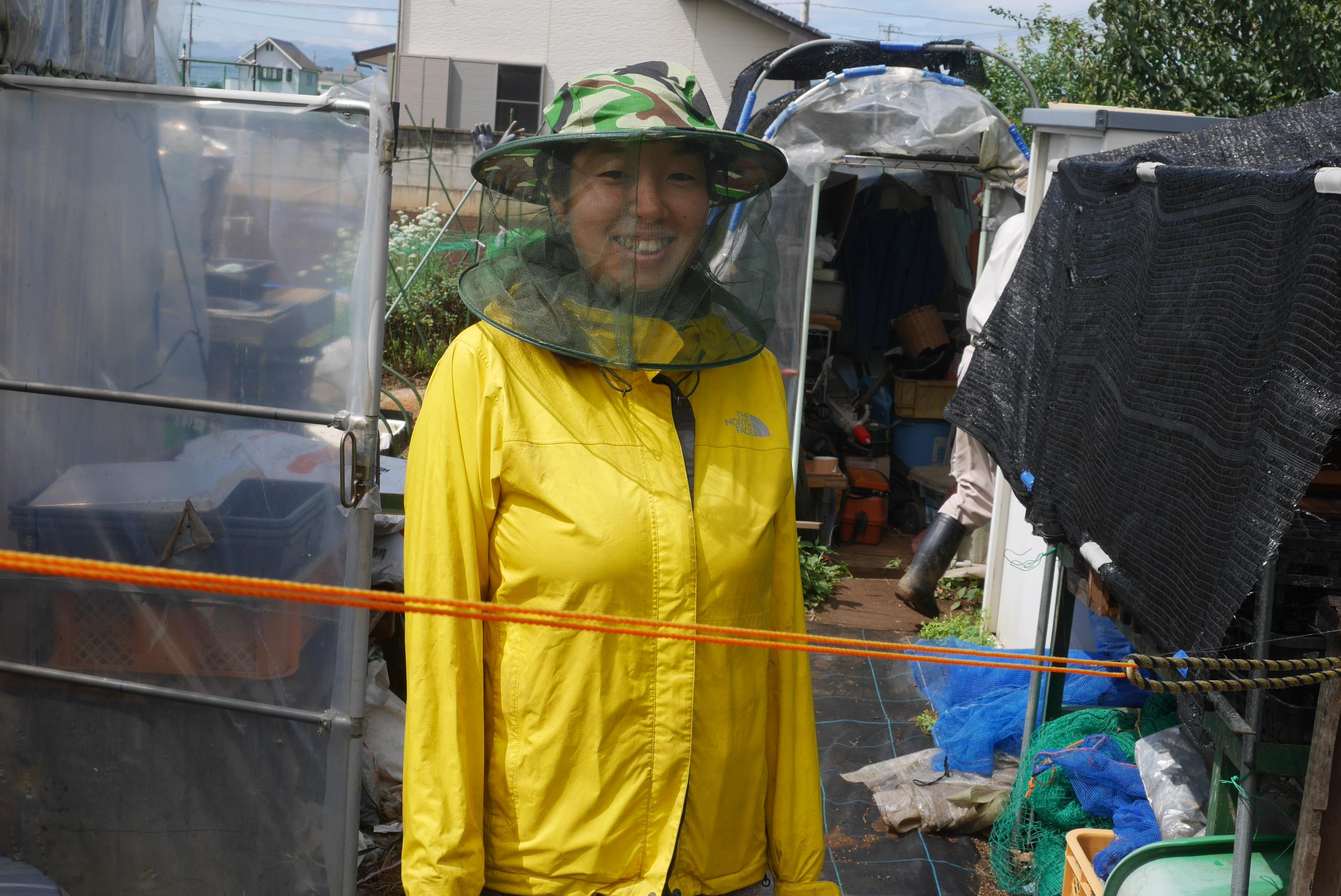 ミツバチが減っている今の時代、農家は自らミツバチを飼うべきかもしれない。